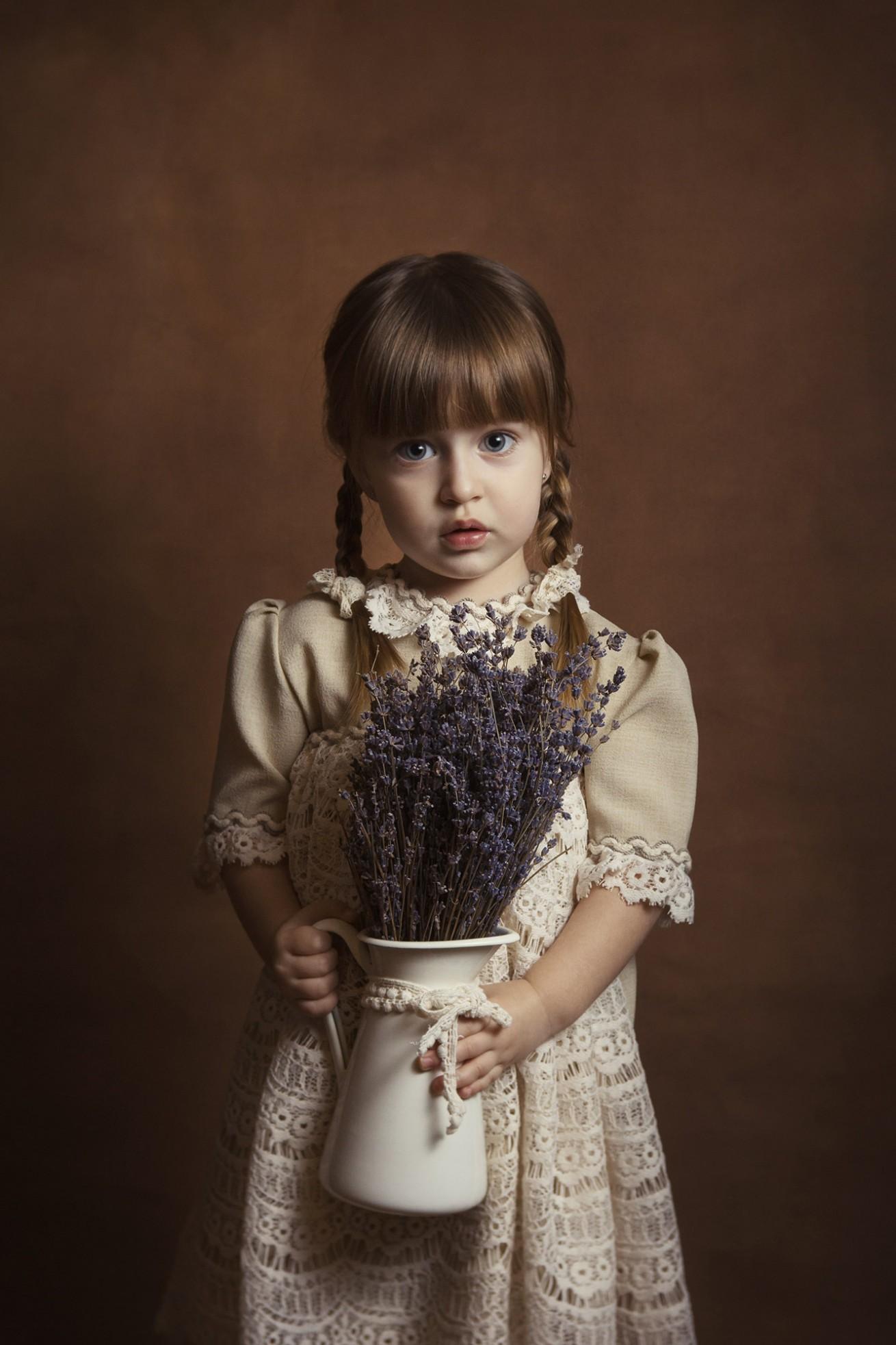 sedinta foto copii in studio brasov, fotograf copii brasov, fotograf profesionist brasov, fotograf familie si bebelusi daniel penciuc, sedinta foto smash the cake brasov